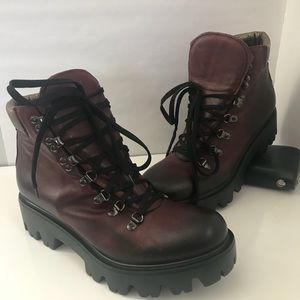 NWOB Woman's Kenneth Cole Combat Boots